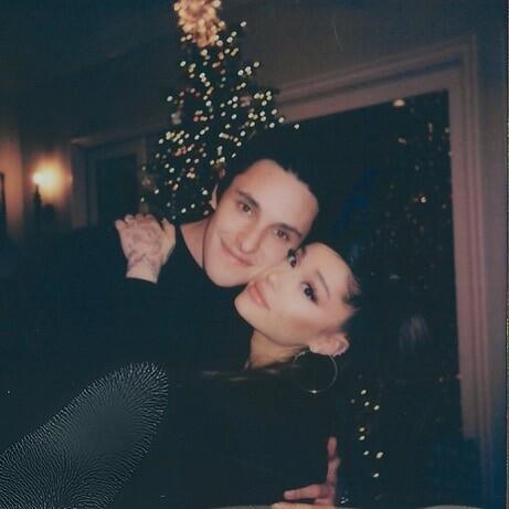 Se revelan nuevos detalles de la boda entre Ariana Grande y Dalton Gomez.