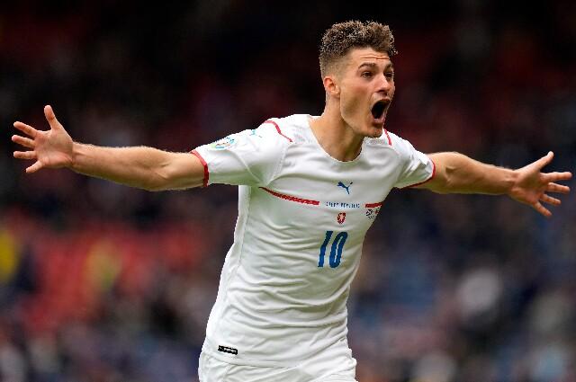 Gol de mitad de cancha de Patrik Schick en la Eurocopa
