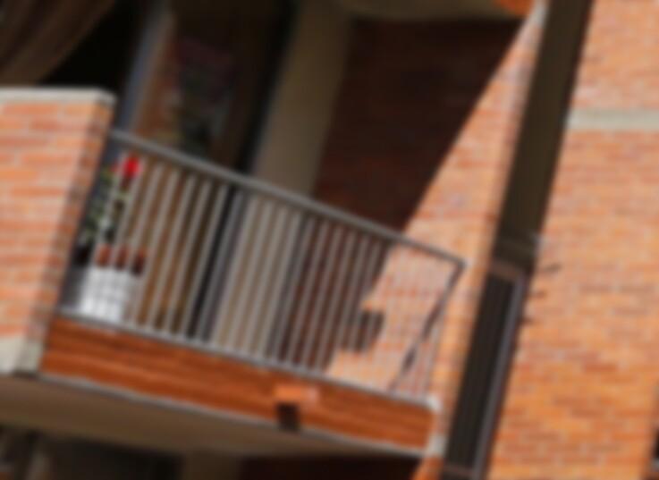 mujer-lanzada-de-balcon.jpg