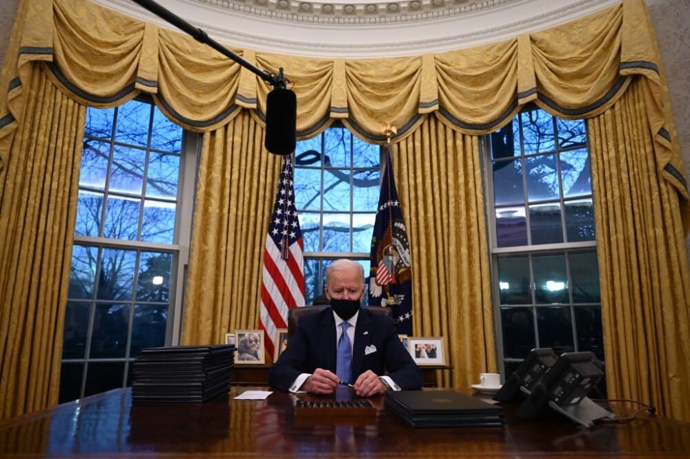 Joe Biden en la Oficina Oval. Foto AFP