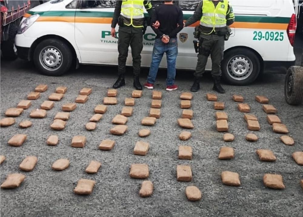 341873_BLU Radio // Cocaína incautada dentro de mezcladora de cemento // Foto: Policía