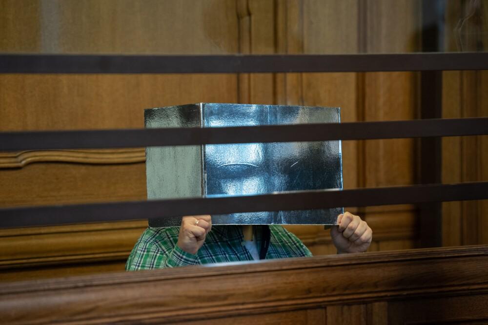 Profesor de secundaria enfrenta juicio por asesinato y canibalismo