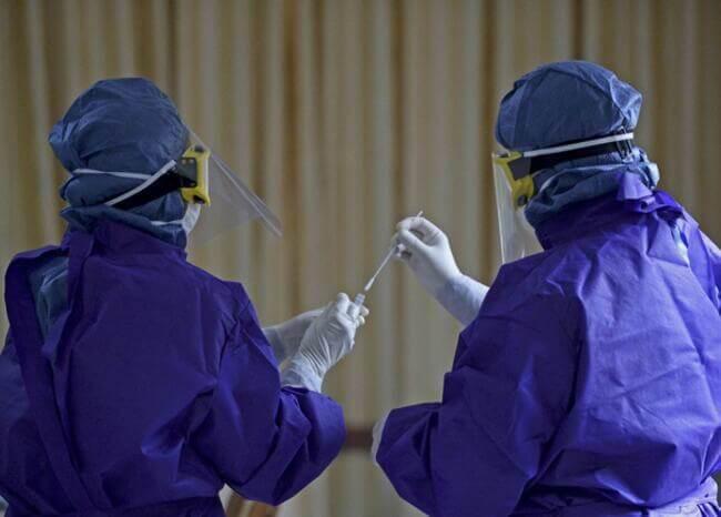 Prueba COVID-19 - Foto AFP