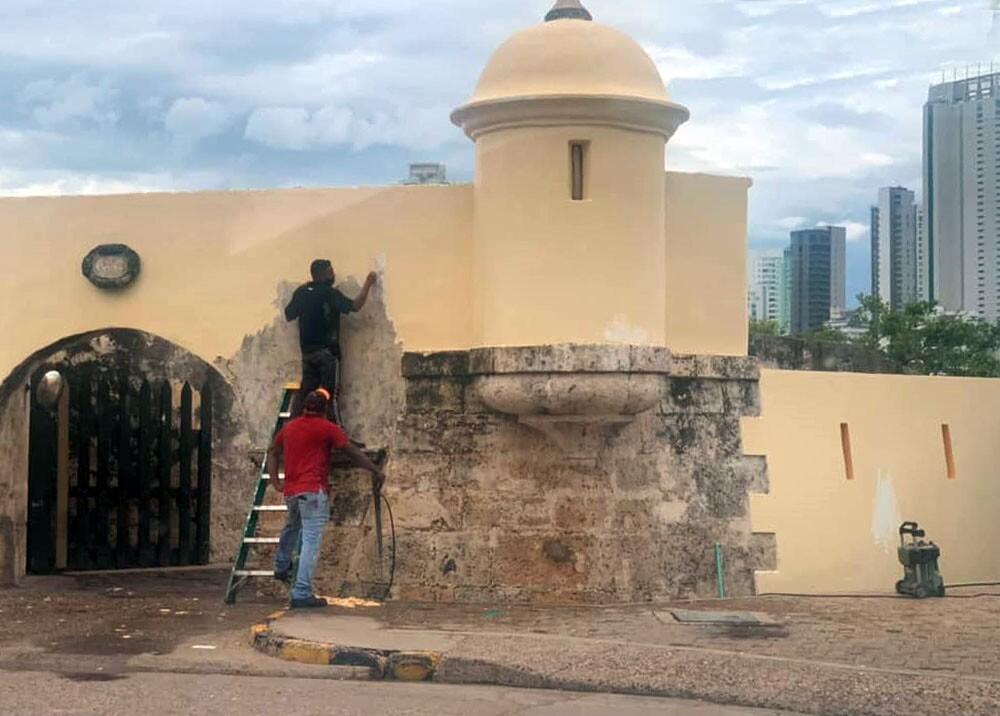 pintaron murallas históricas de cartagena.jpg
