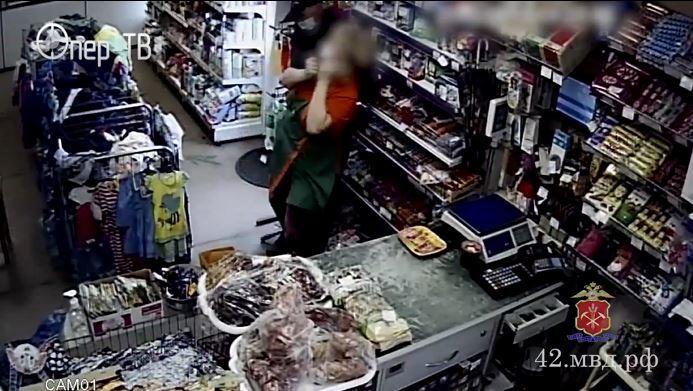 empleada tumbó al ladrón que pretendía asaltar