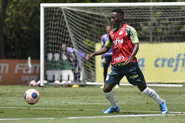 332253_Iván Angulo en los entrenamientos del Palmeiras