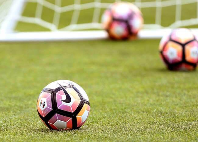 365759_Fútbol_Balon_Cancha / Foto: AFP