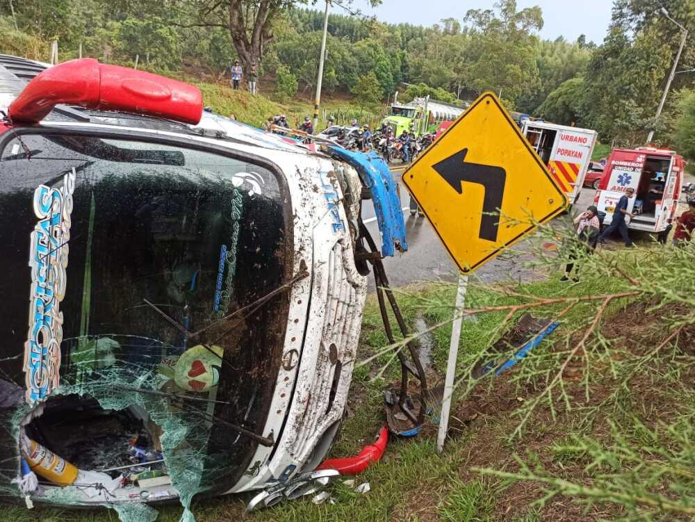 accidente via popayan cali octubre 26 2020.jpeg