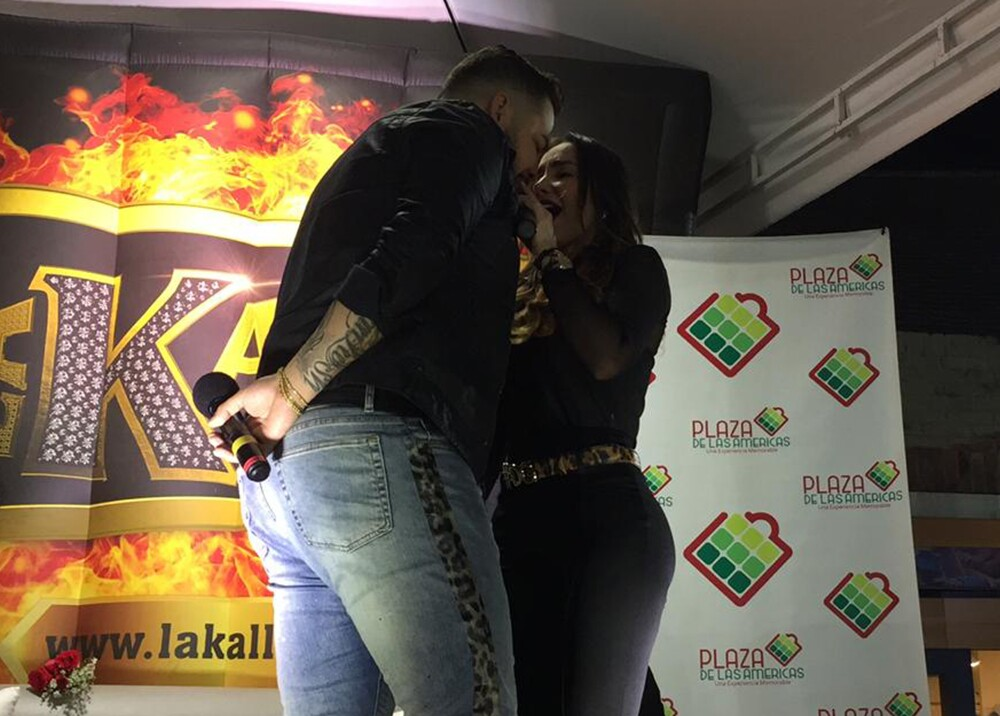 14576_La Kalle. Jessi Uribe casi besa a Paola Jara / Foto: La Kalle