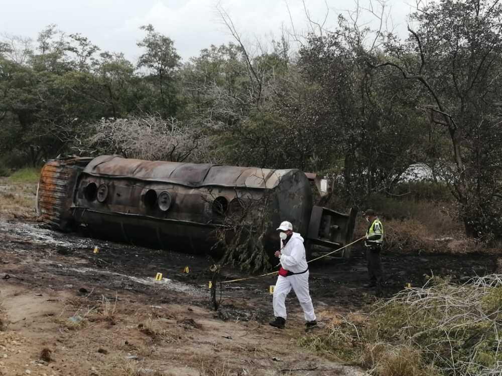 370068_BLU Radio //Los cuerpos de al menos siete personas quedaron calcinados junto al camión // Foto: BLU Radio