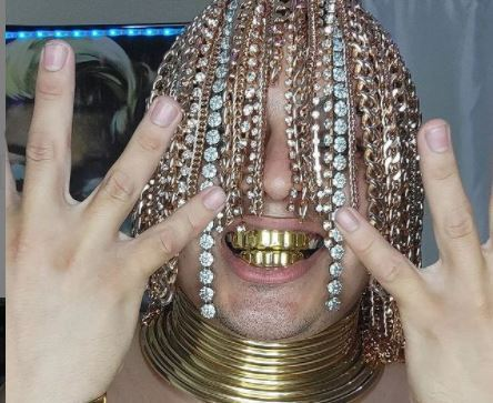 Rapero se implantó cadenas en la cabeza.JPG