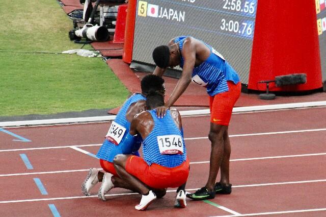 Equipo de atletismo colombiano en relevos 4X400 metros