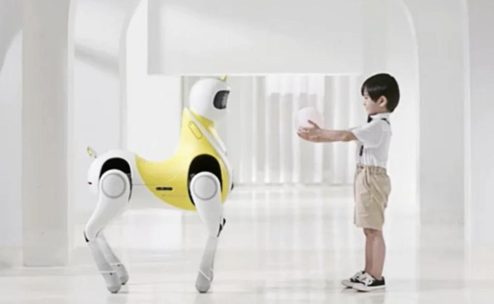 La tecnología está aquí: diseñan un poni robot para niños