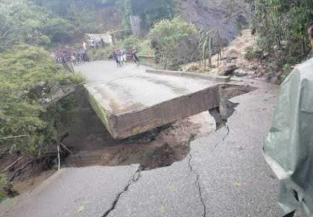 puente caído en toribio cauca.jpeg