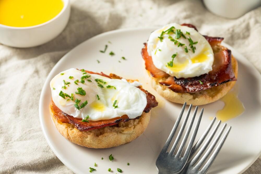 Warm Homemade Eggs Benedict