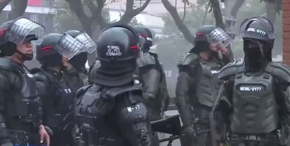 353428_Esmad durante manifestaciones del 21E en Medellín - Referencia / Foto: Captura de video Noticias Caracol