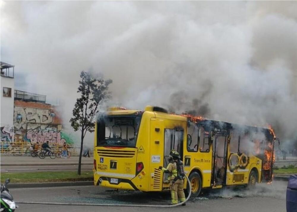Bus quemado Foto suministrada.jpg