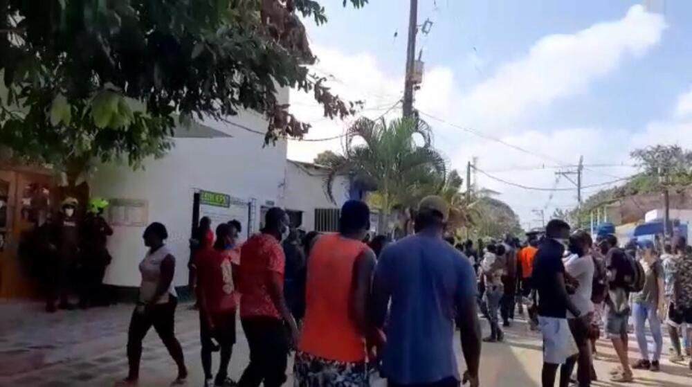 Protesta de migrantes en la alcaldía de Necoclí Antioquia.jpeg