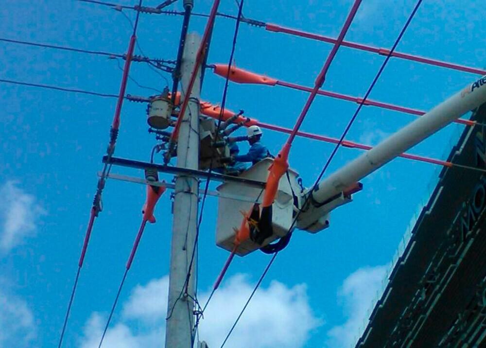 242773_BLU Radio. Trabajadores de Electricaribe - Foto: Twitter @ElectricaribeSA