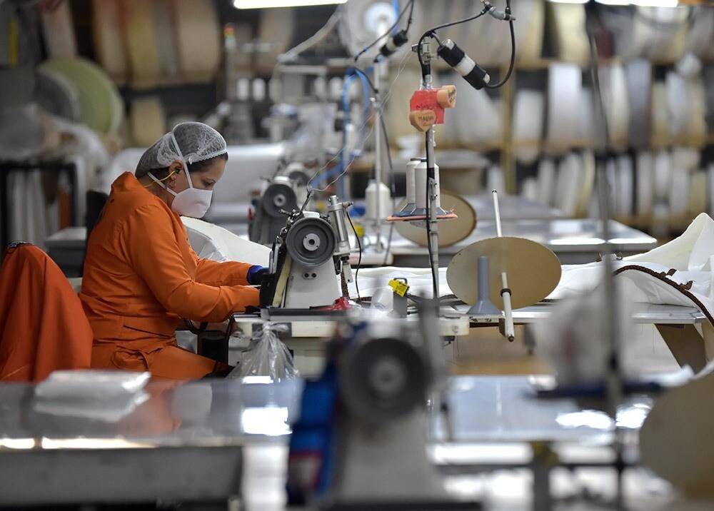 367659_Trabajadores durante la pandemia // Foto: AFP