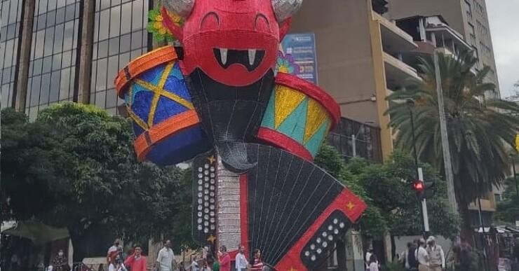 Figuras del diablo en alumbrado navideño de Medellín  (3).jpg