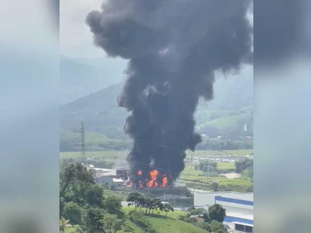 Incendio en fábrica de Girardota, Antioquia.jpeg