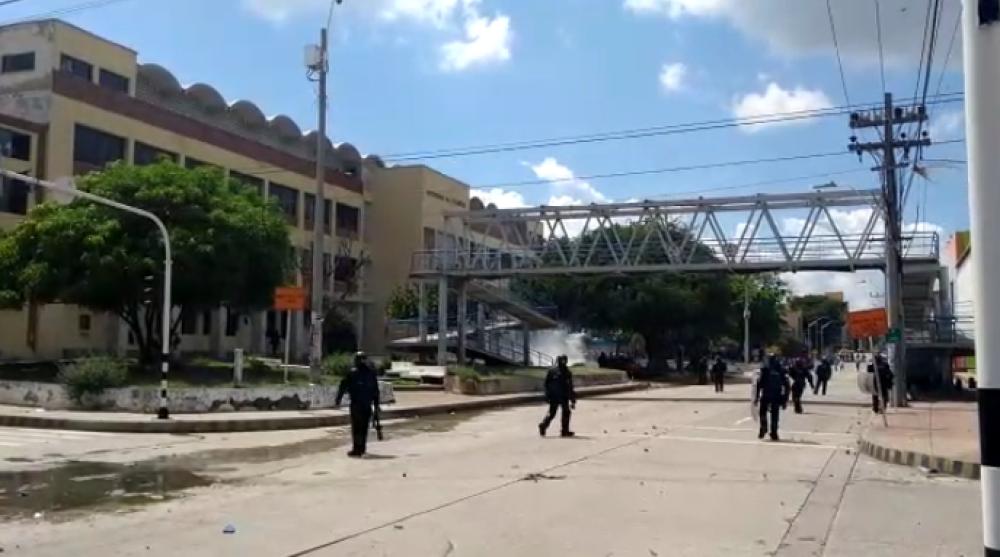 346246_BLU Radio// Disturbios en Uniatlántico sede centro. Foto: BLU Radio