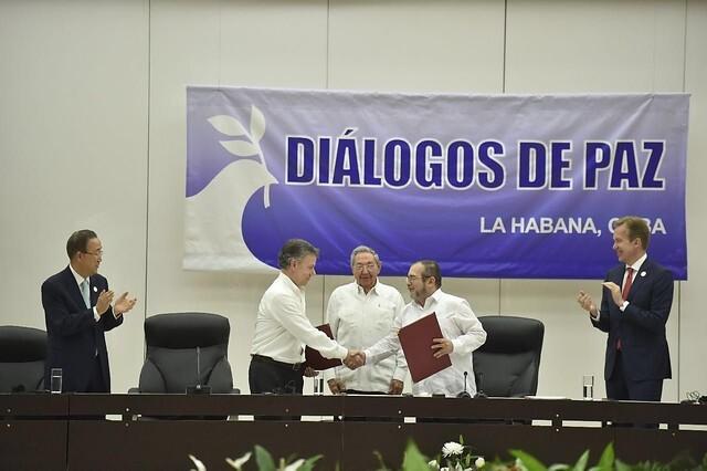 Santos y Timochenko en La Habana firma diálogos de paz