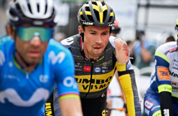 Primoz-Roglic sufrió aparatosa caída en la etapa 3 del Tour de Francia.