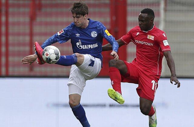 338432_Acción de juego de Unión Berlín vs. Schalke 04