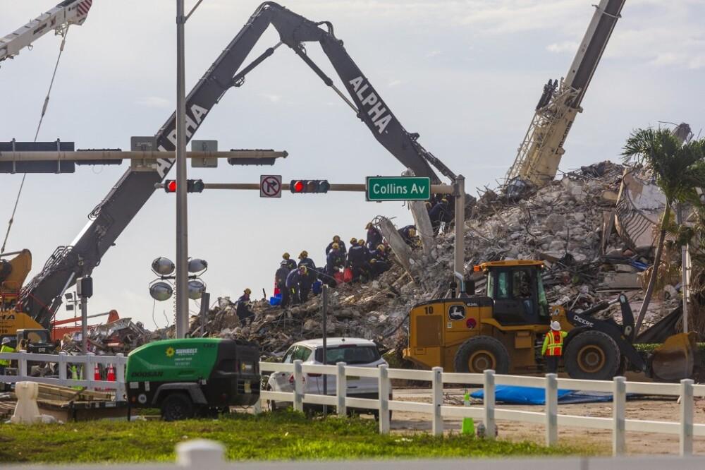 Labores de rescate en el edificio colapsado en Miami-Dade.jpeg