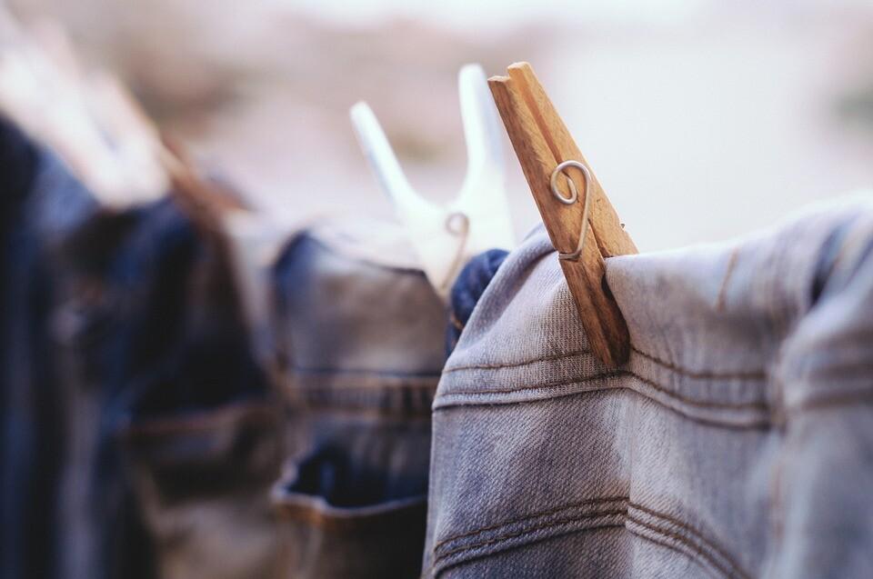 tendedero ropa colgada
