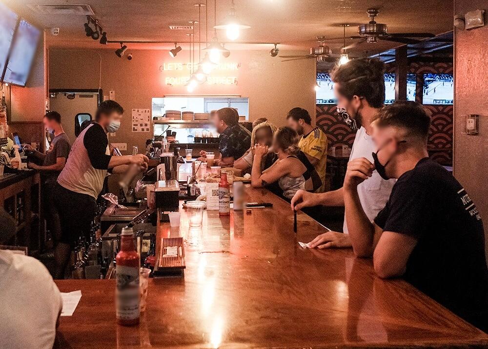 374975_Reactivación económica de bares // Foto: AFP