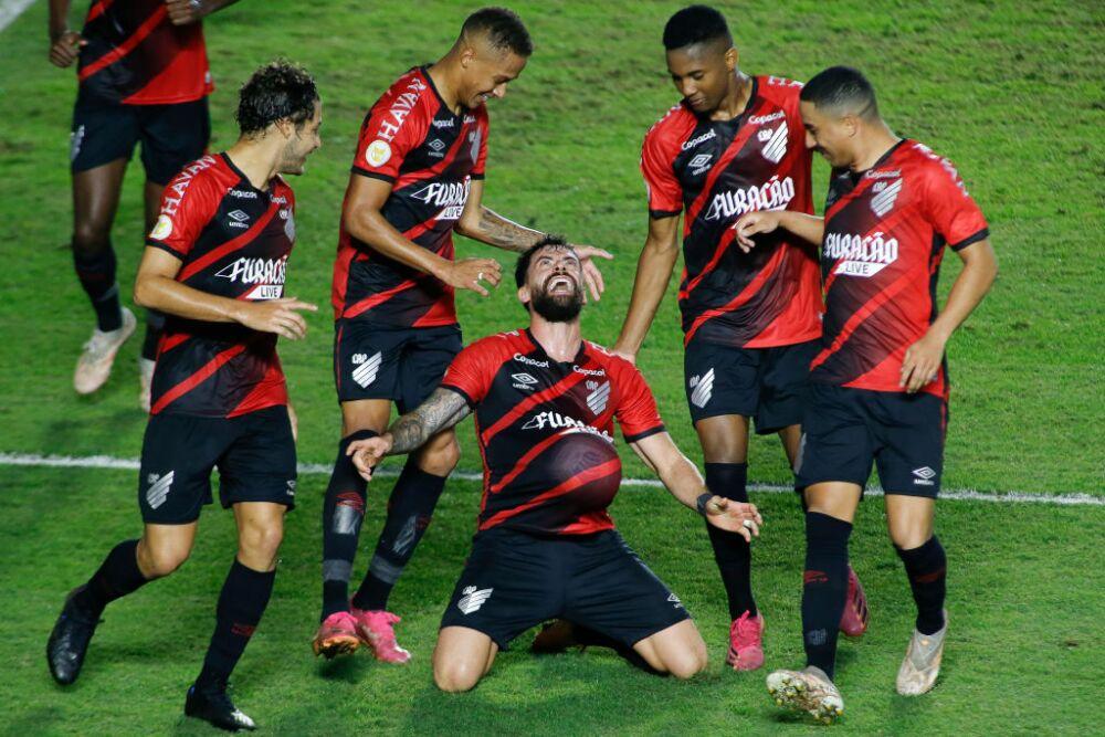 Santos v Athletico Paranaense - Brasileirao 2021