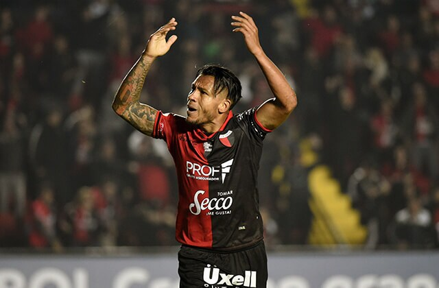 336154_Wilson Morelo con Club Atlético Colón