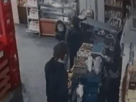 enseña a su hija a robar