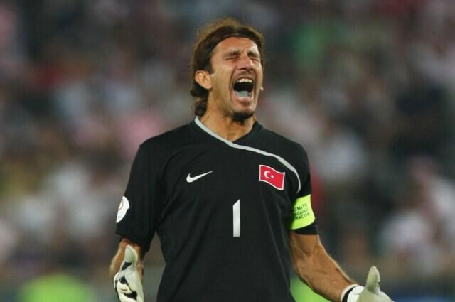 333794_Rustu Recber, exarquero del Barcelona y la selección turca.