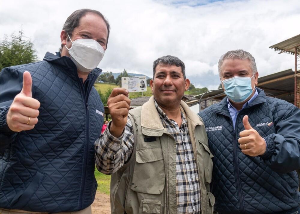 Óscar Soto fue el primer venezolano en Colombia en recibir la tarjeta del Estatuto Temporal de Pro.jpg