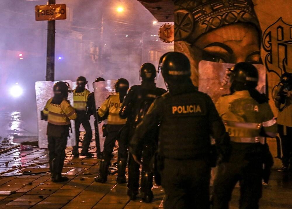 377415_Policías durante protestas en Bogotá // Foto:AFP