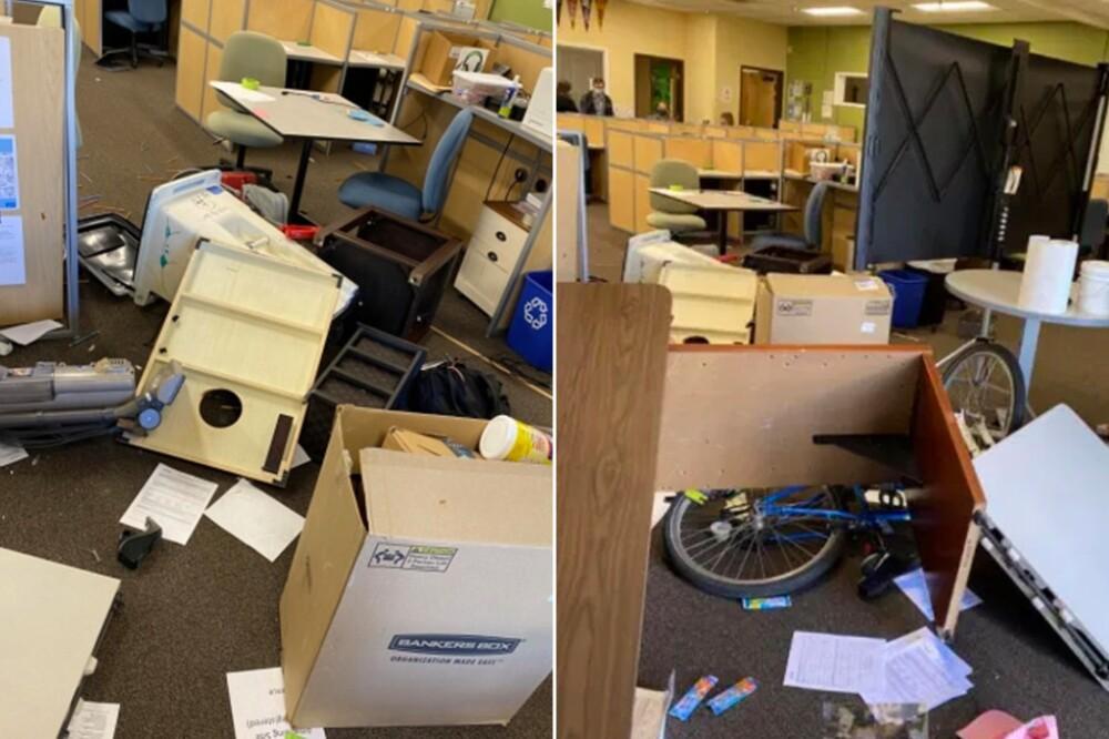 Mujer irrumpió en una salón de clases y causó destrozos