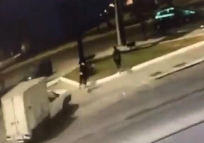 conductor arrolla a ladrones.jpg