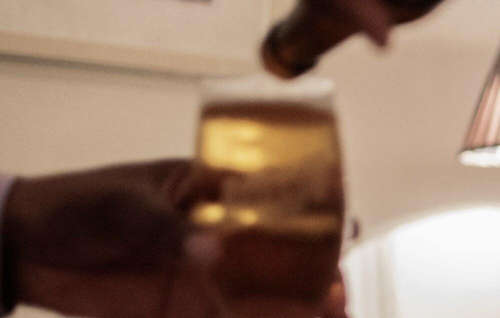 2 niños fueron fotografiados tomando cerveza en Cartagena