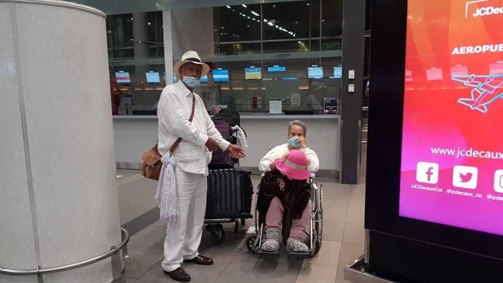 José Fajardo y su mamá.jpeg