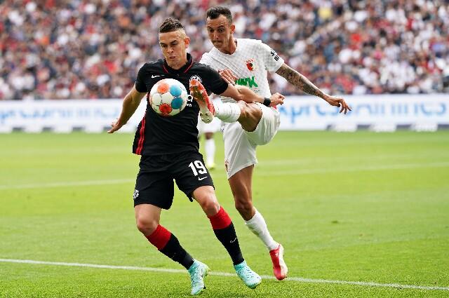 Rafael Santos Borré, con Eintracht Frankfurt frente al Augsburgo