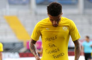 Sancho-Borussia-Dortmund-celebra-George-Floyd.PNG