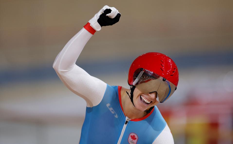 Kelsey Mitchell ganó oro en la velocidad del ciclismo de pista de los Juegos Olímpicos Tokio 2020.