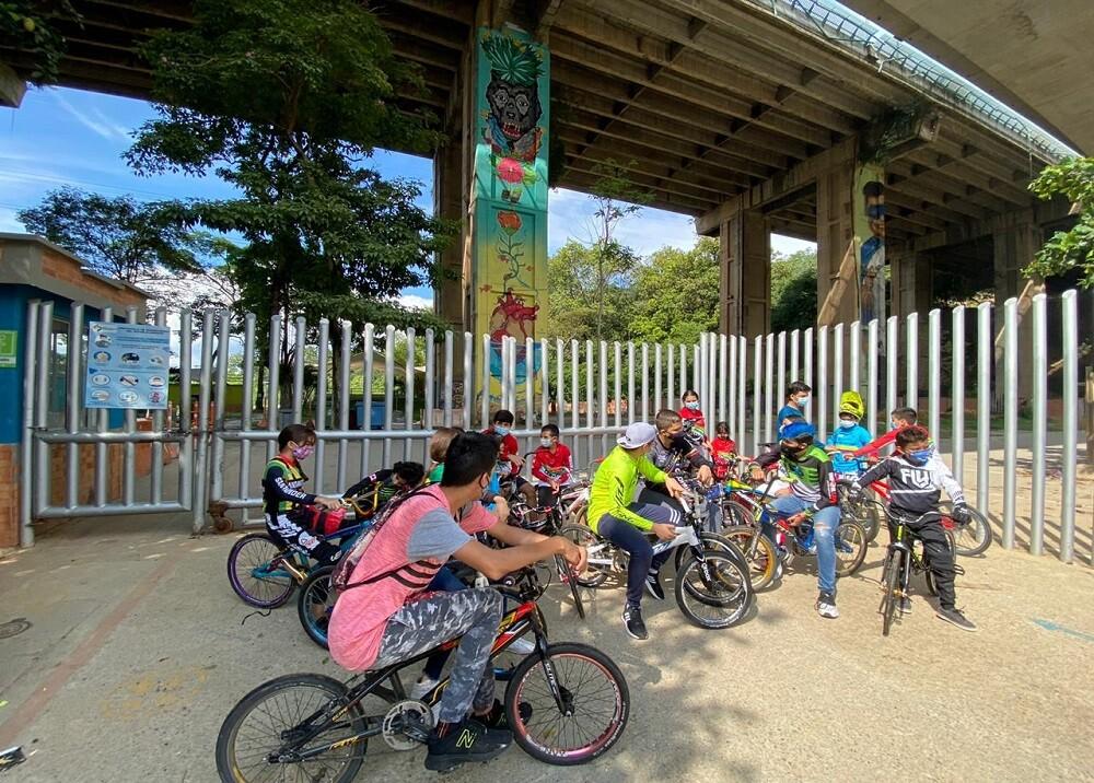 Niños y jóvenes no pueden practicar el BMX tras el cierre