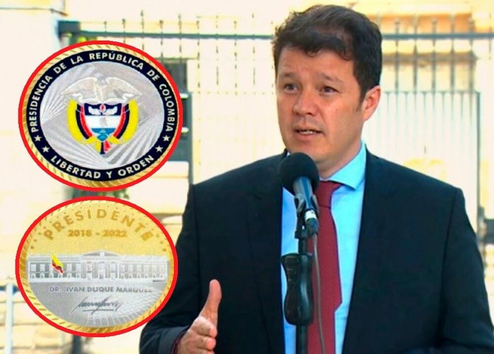 Víctor Muñoz sobre monedas protocolarias Foto Presidencia.jpg