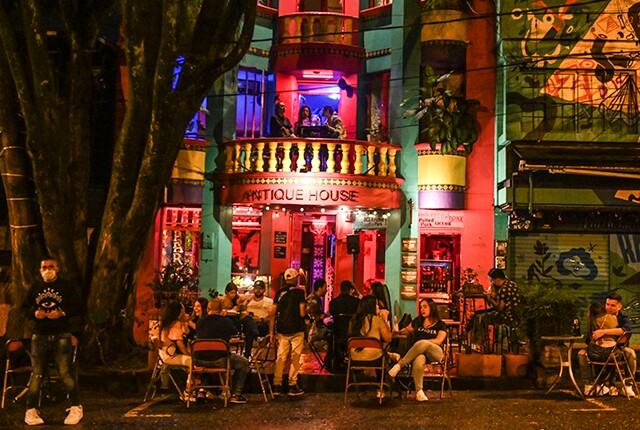 Alcalde de Medellín amplía horario de venta de licor en los bares
