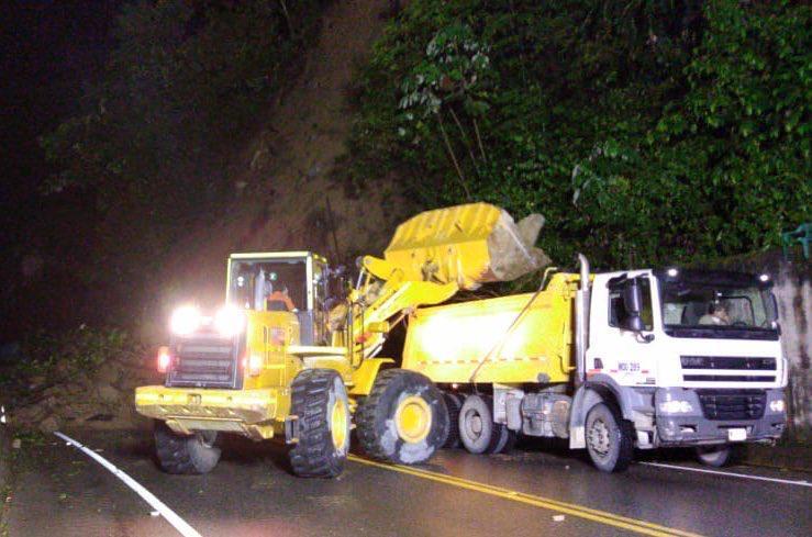 369659_Cierres en la vía al Llano. Foto: Cortesía